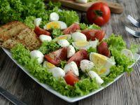 Sałatka z mozzarellą i pomidorami