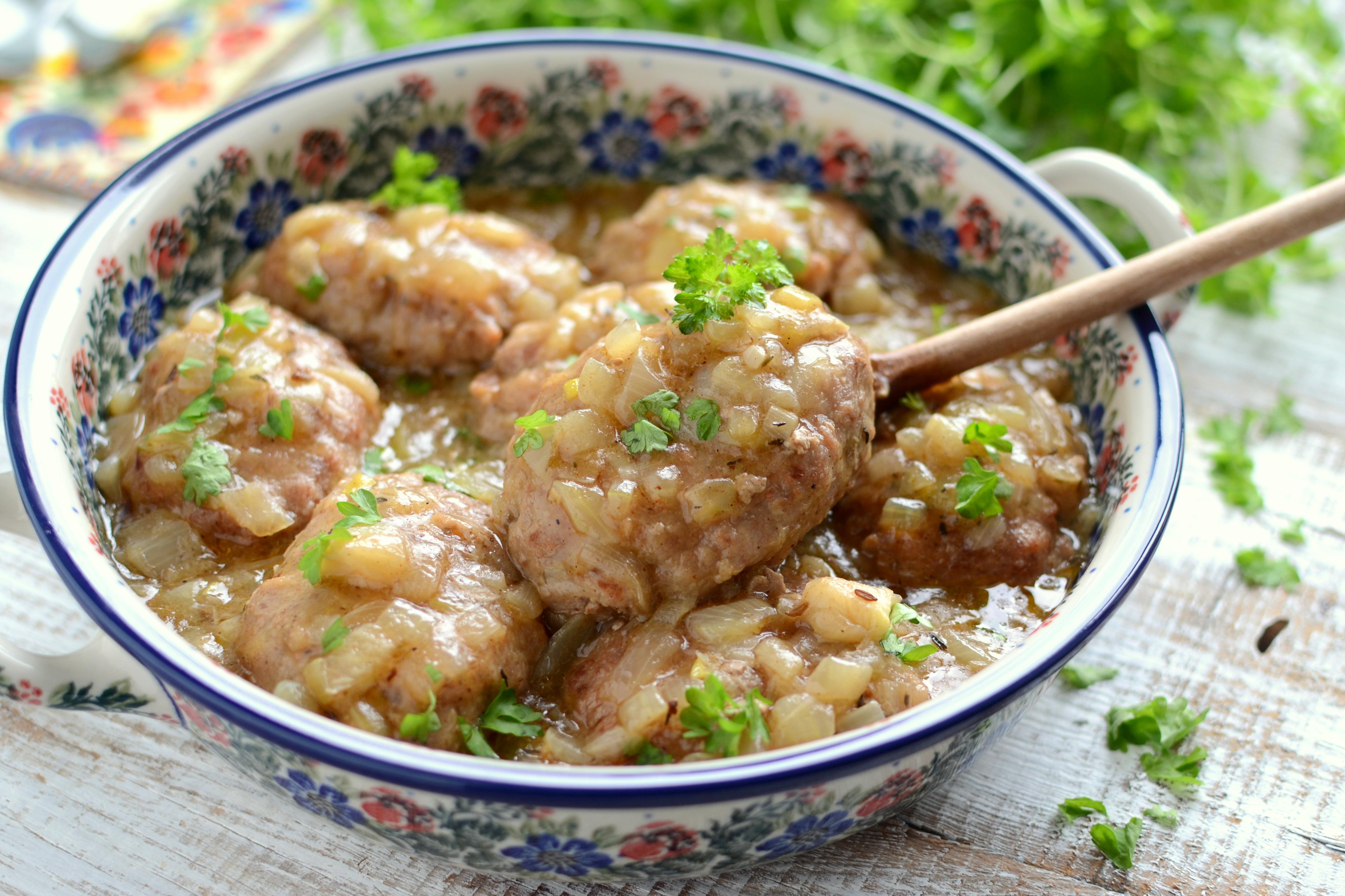 Kotlety mielone w sosie cebulowym