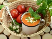 Krem z pomidorów z mozzarellą ala caprese