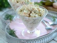 Sałatka łososiowa z ryżem i koperkiem