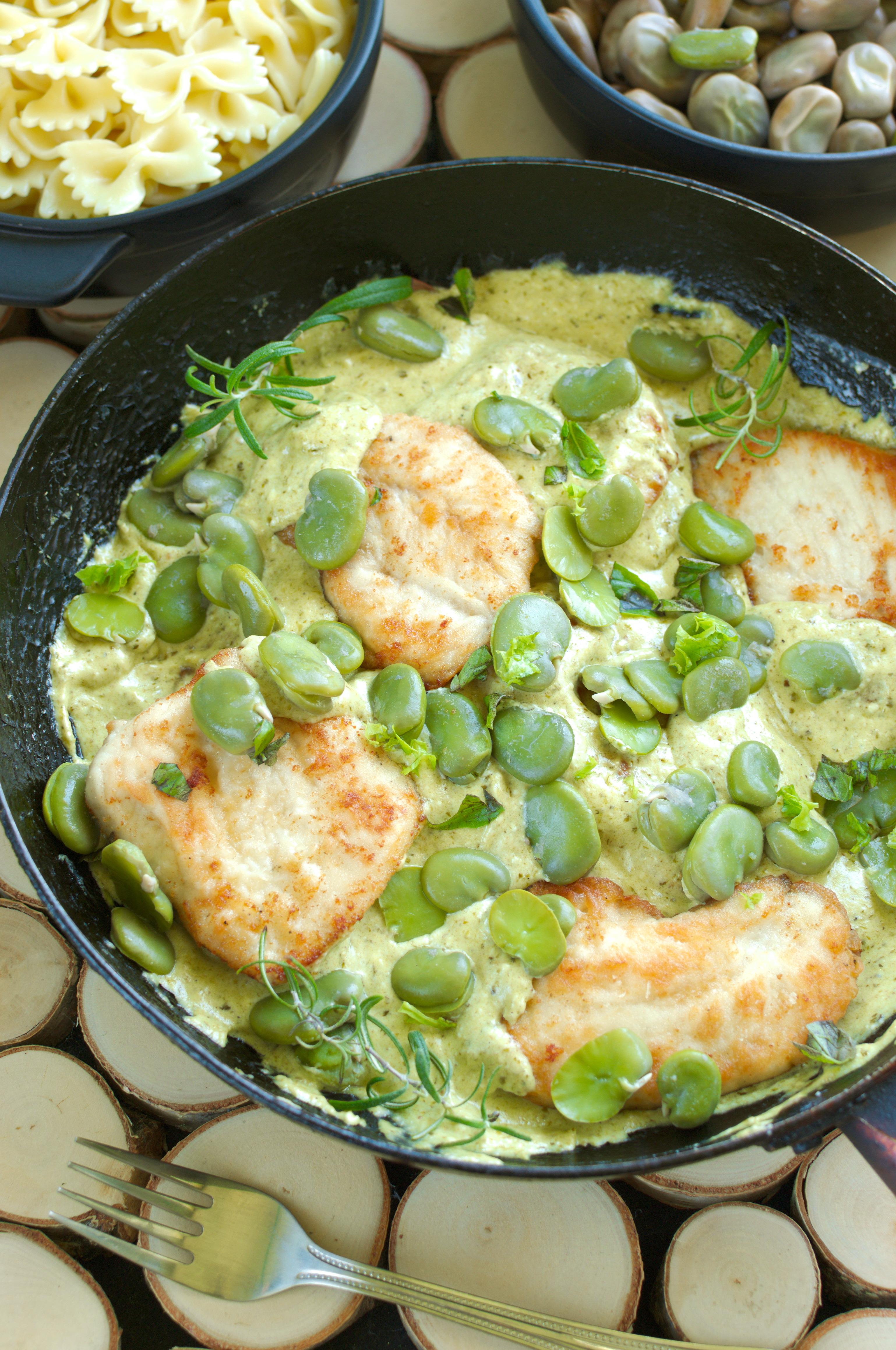 Filety z kurczaka w kremowym sosie z pesto z bobem