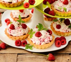 Tartaletki o smaku malinowego eton mess