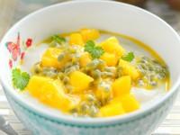 Kokosowa manna z mango i marakują