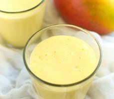 Koktajl jogurtowy z mango (mango lassi)