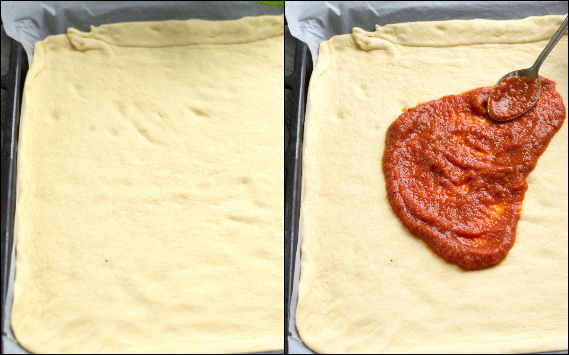 Ciasto wykładamy na blaszkę z piekarnika wyścieloną papierem do pieczenia i smarujemy je sosem pomidorowym.