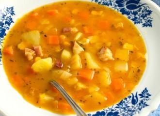 Zupa jarzynowa z dynią i boczkiem