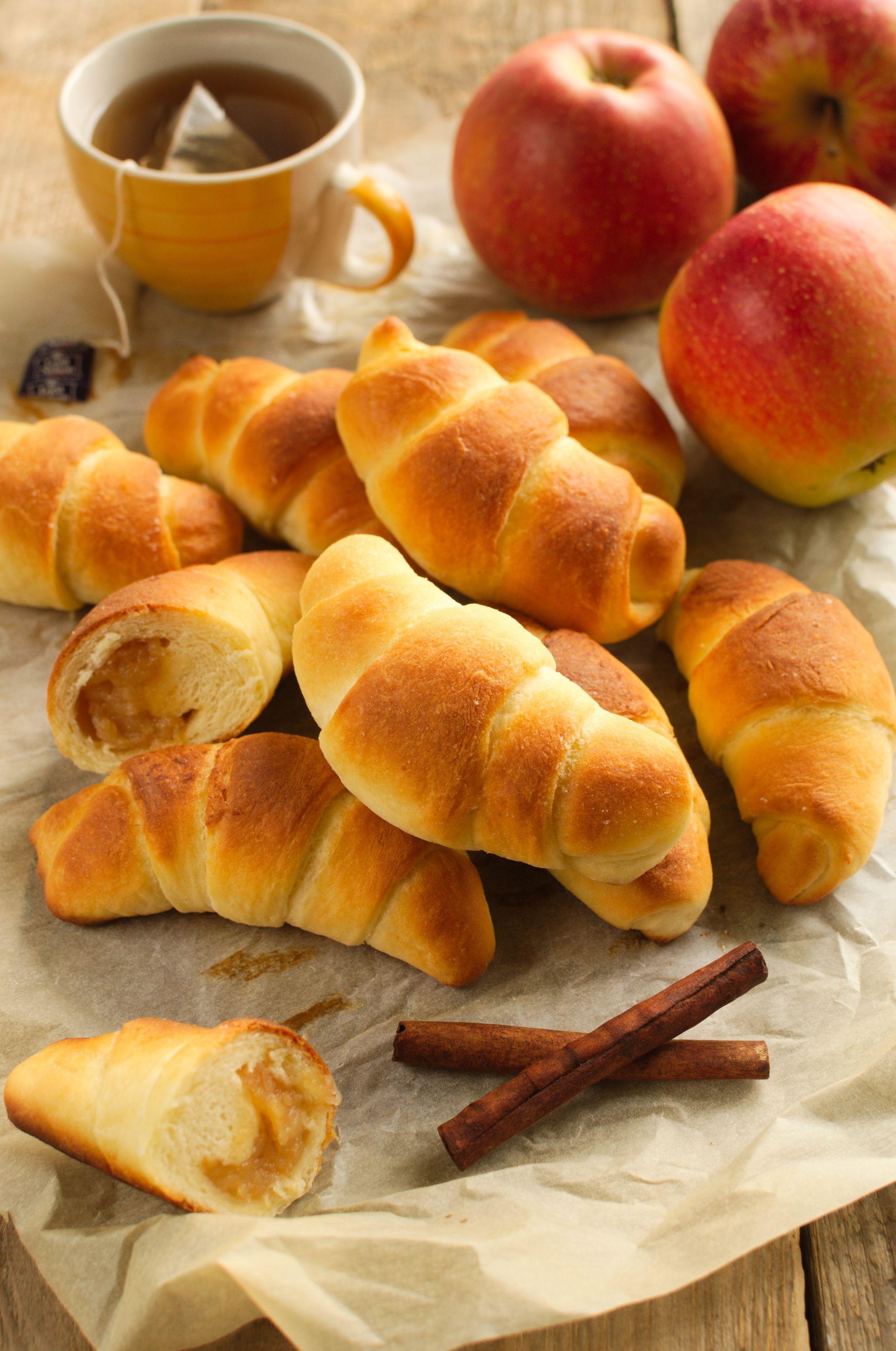 Maślane rogaliki z jabłkiem
