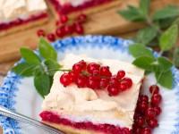 Kruche ciasto z czerwoną porzeczką i bezą