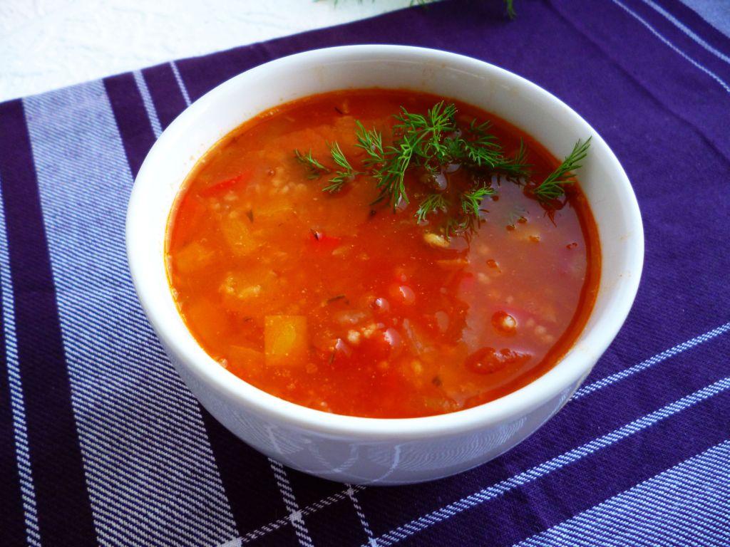 Zupa pomidorowa z soczewicą i papryką