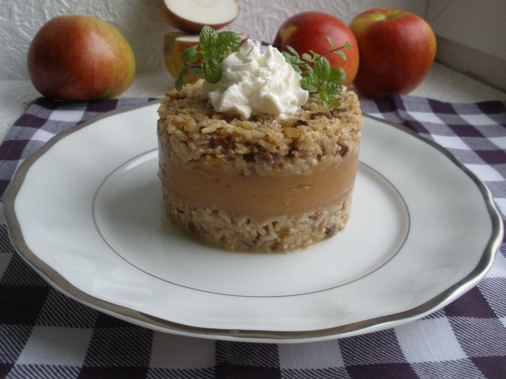 Torcik ryżowy z jabłkami i orzechami