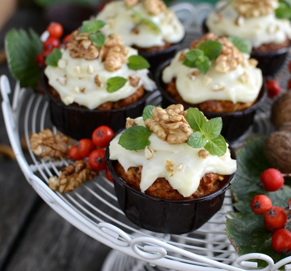 Muffinki marchewkowe pod lukrową czapeczką