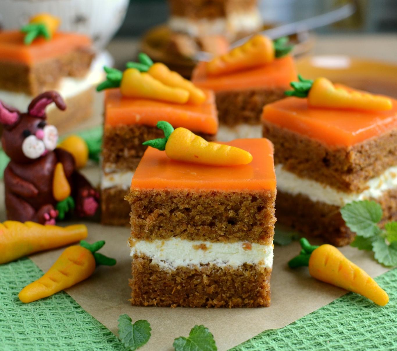 Ciasto marchewkowe z dwoma kremami