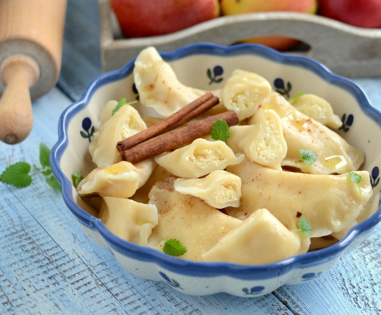 Pierogi z serem i jabłkami
