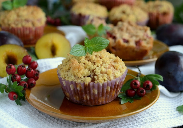 Muffinki ze śliwkami i kruszonką