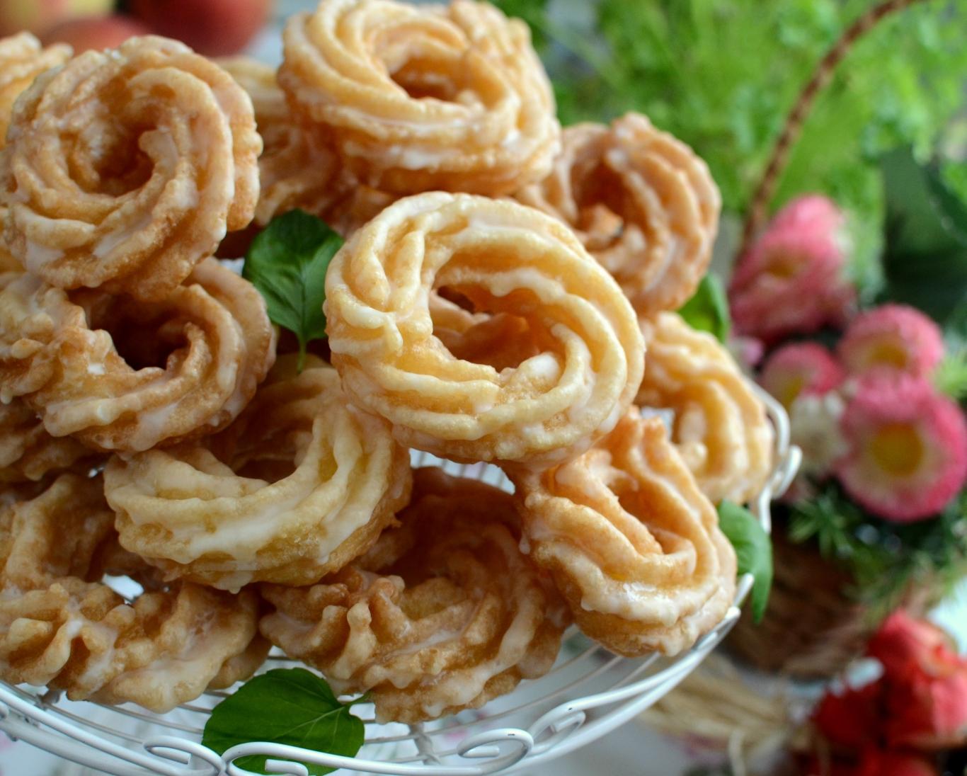 Pączki wiedeńskie z pomarańczowym lukrem