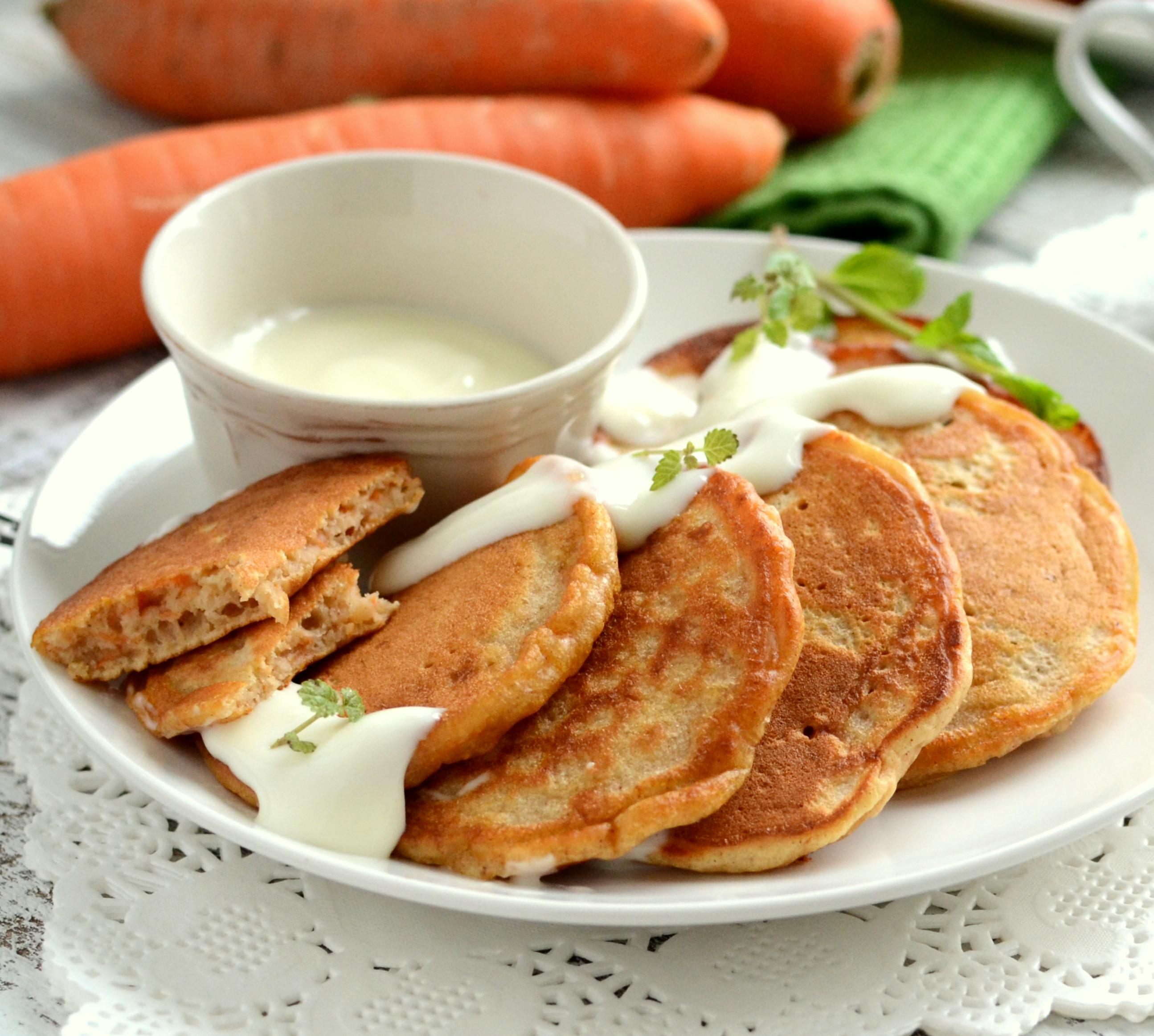 Karotki z sosem serowym