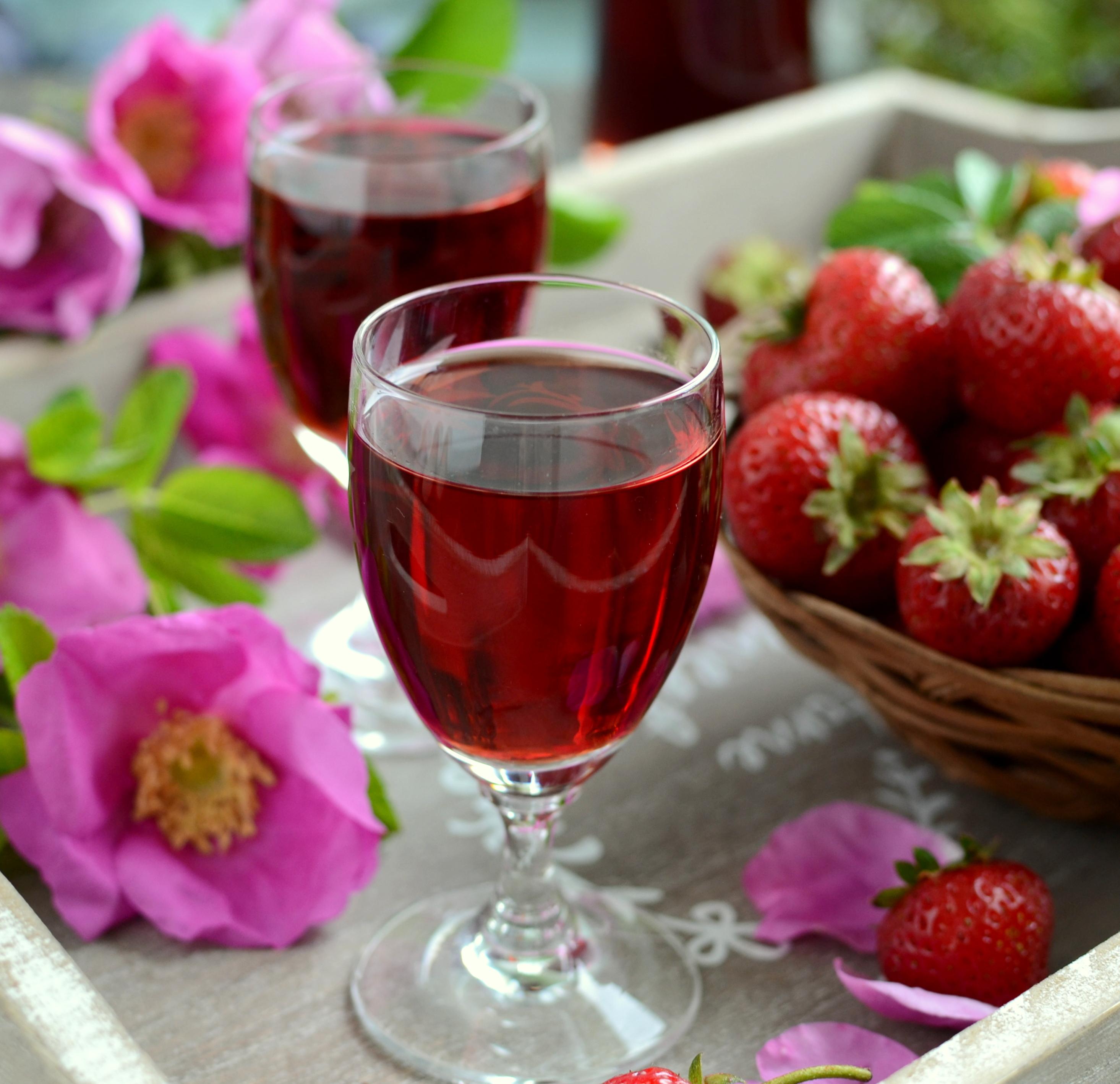 Likier truskawkowo-różany