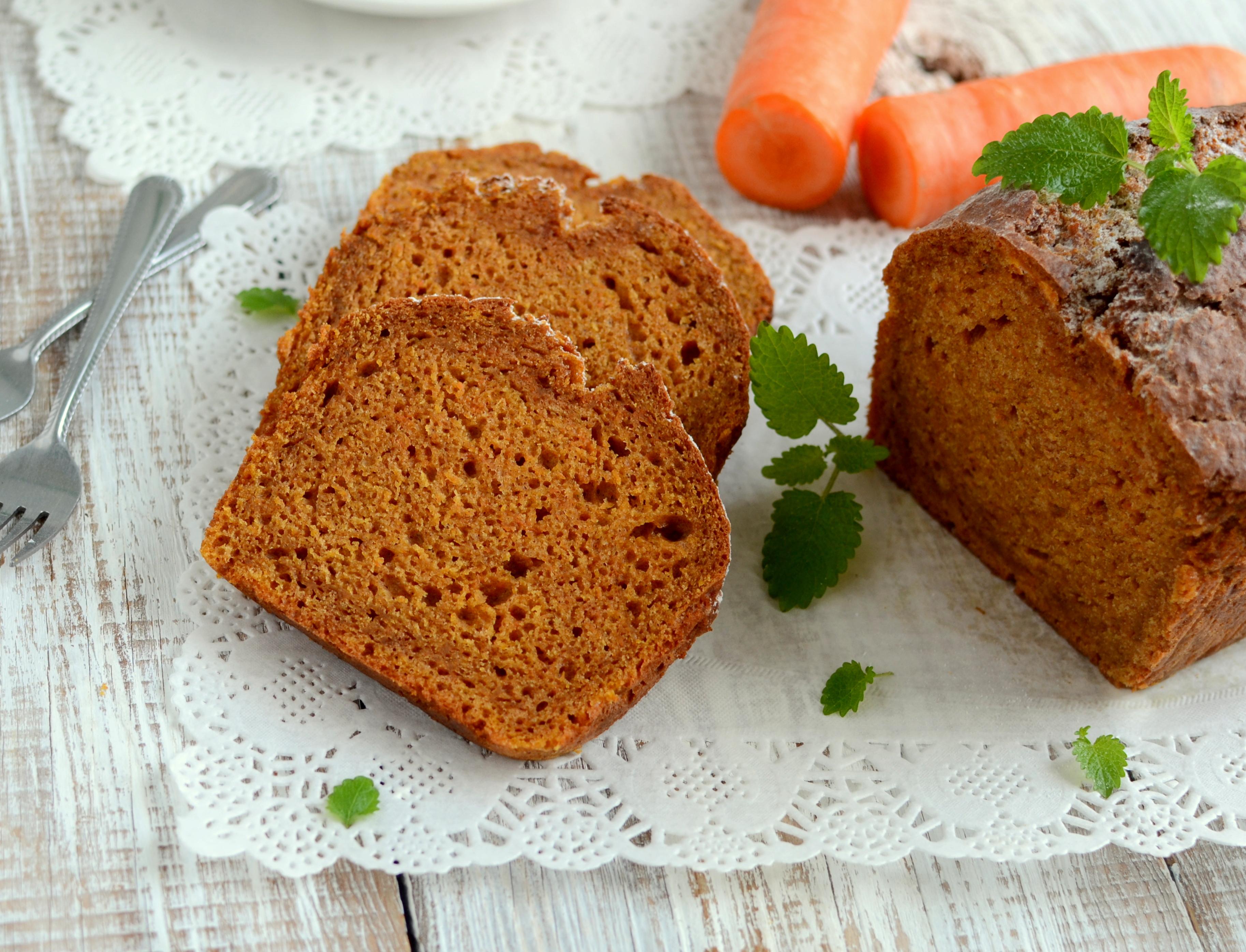 Jogurtowe ciasto marchewkowe