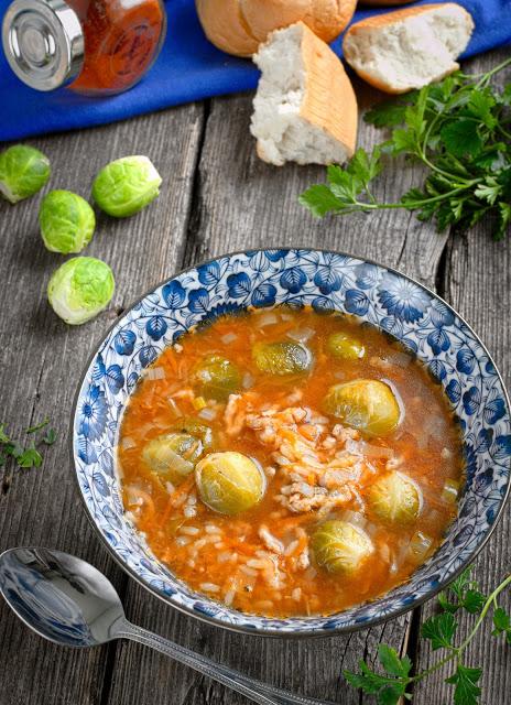 Zupa z brukselką, mięsem mielonym i ryżem