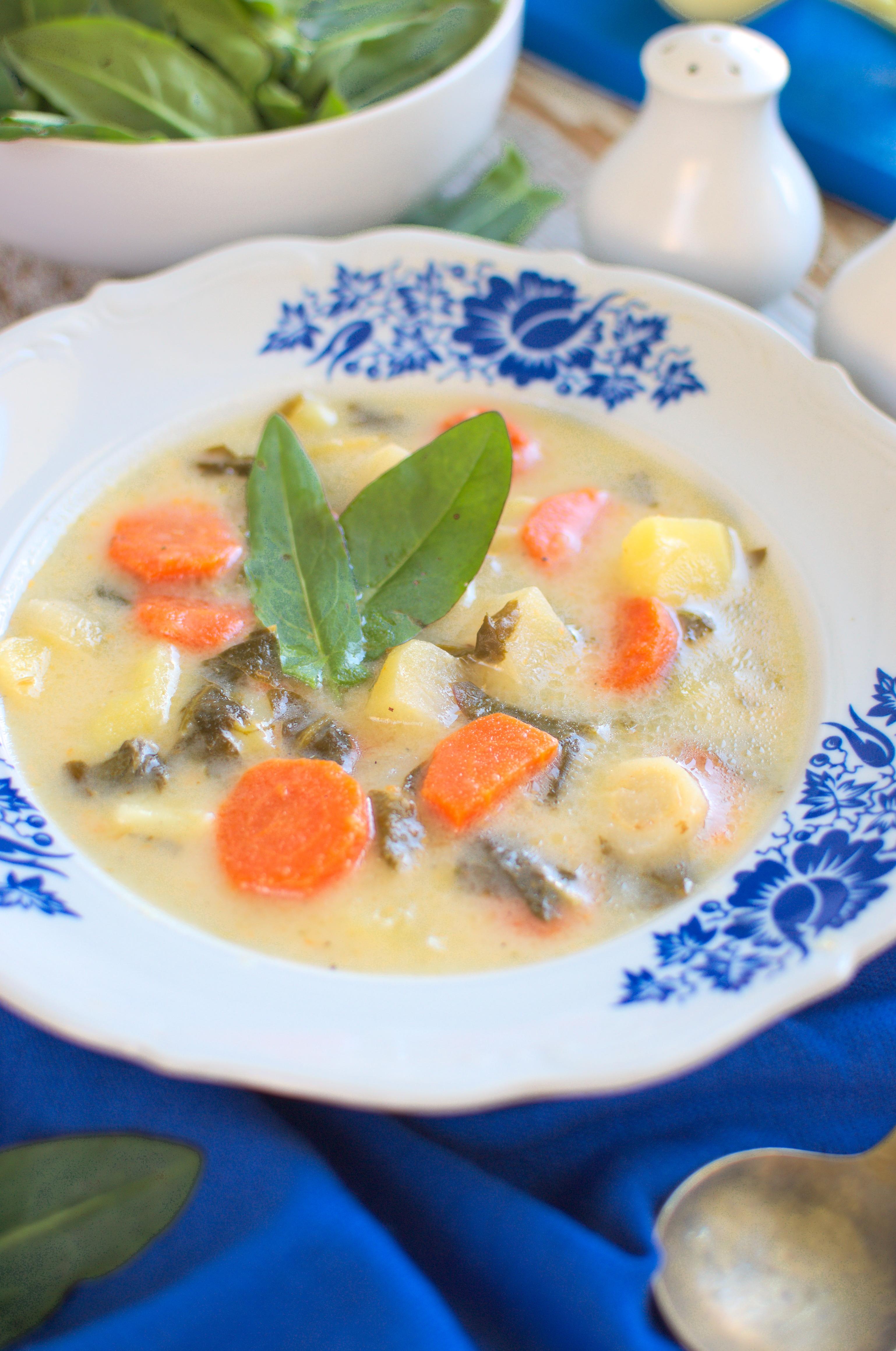Zupa warzywna ze szczawiem