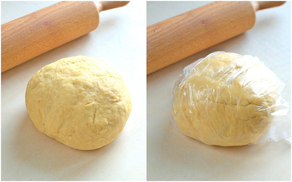 Ciasto zawijamy w folię i odkładamy je na 30 minut w temperaturze pokojowej, aby odpoczęło.