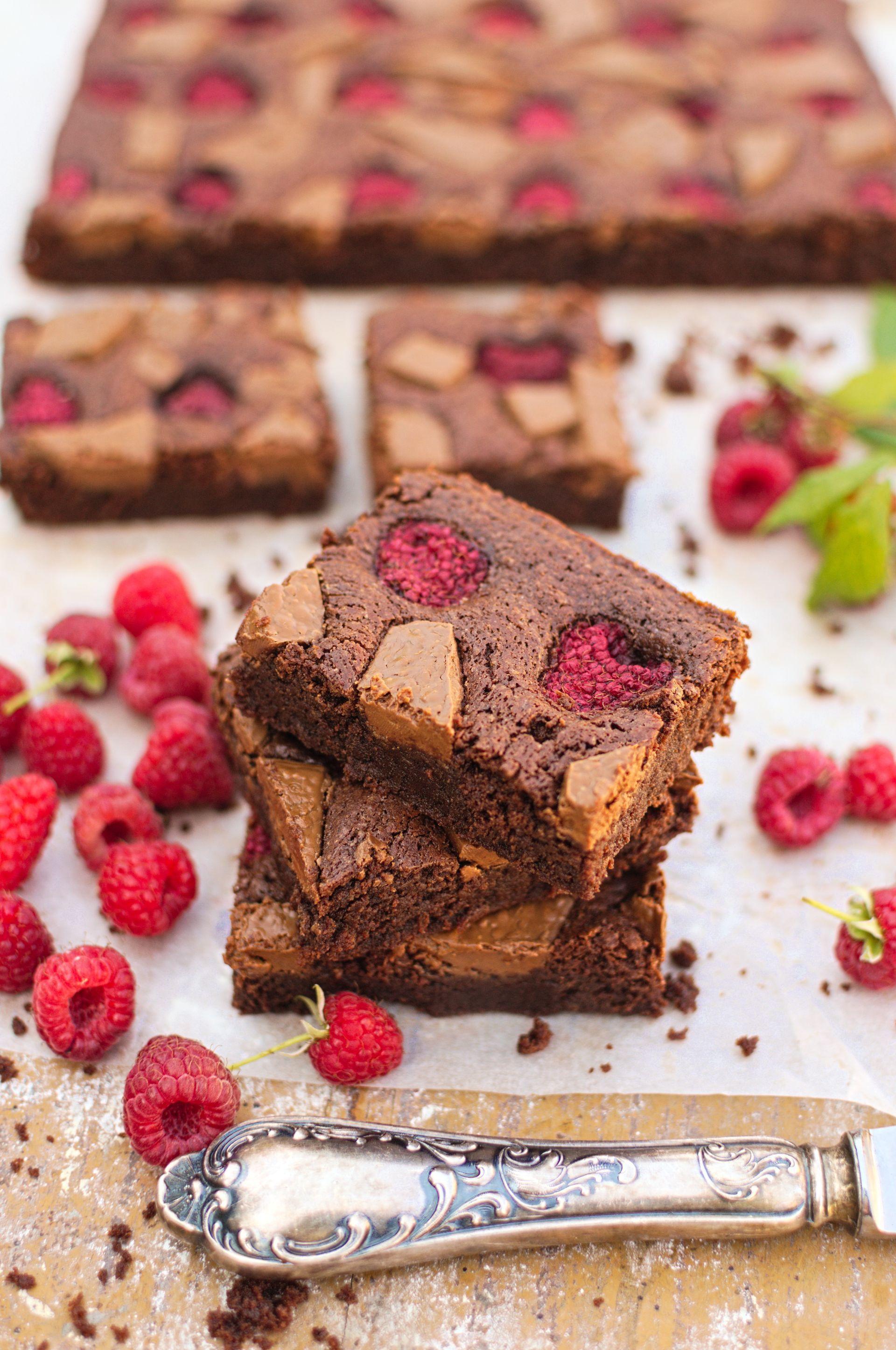 Brownie z malinami i mleczną czekoladą