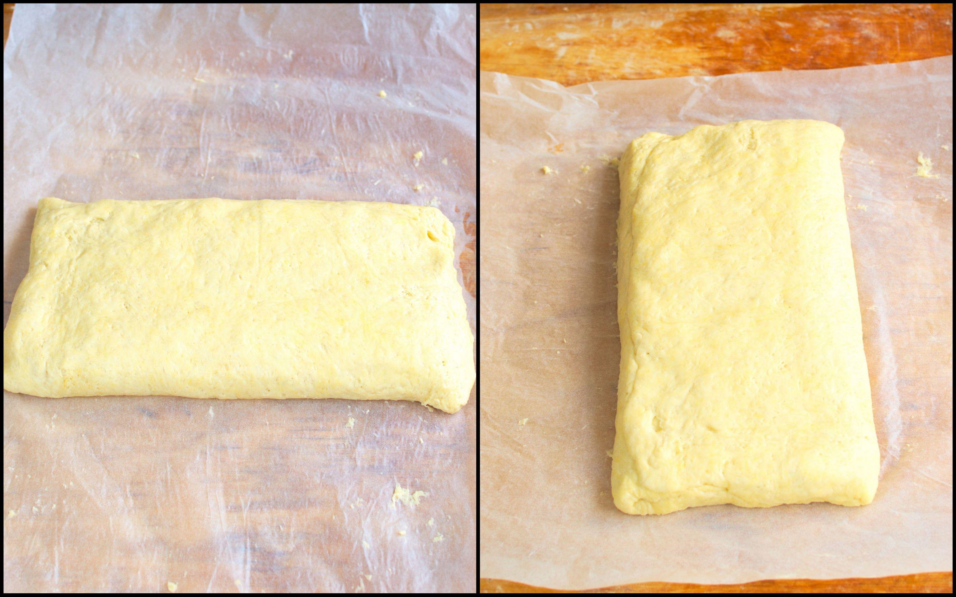 Ciasto składamy i odwracamy.