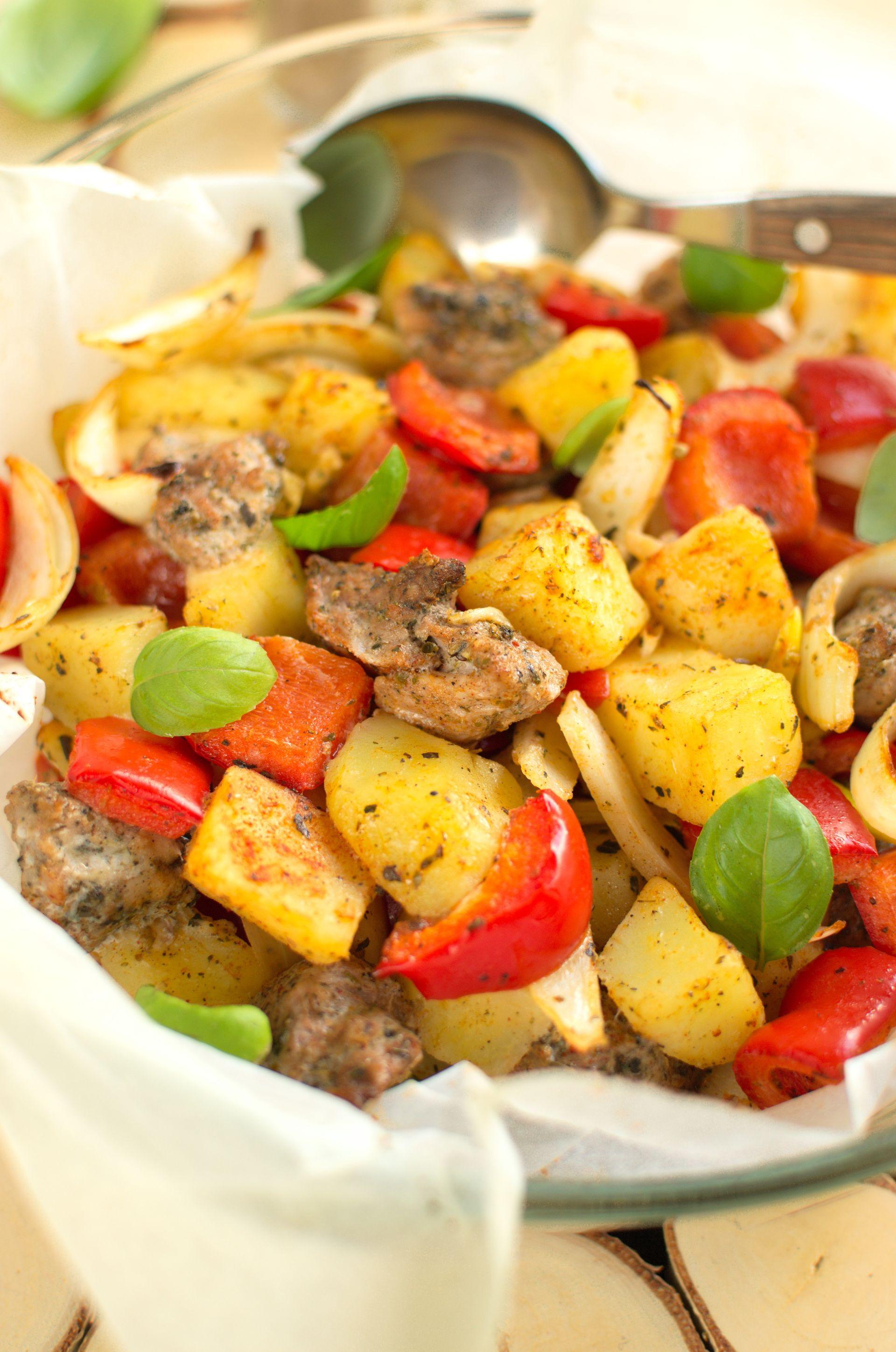 Polędwiczki pieczone z ziemniakami i papryką