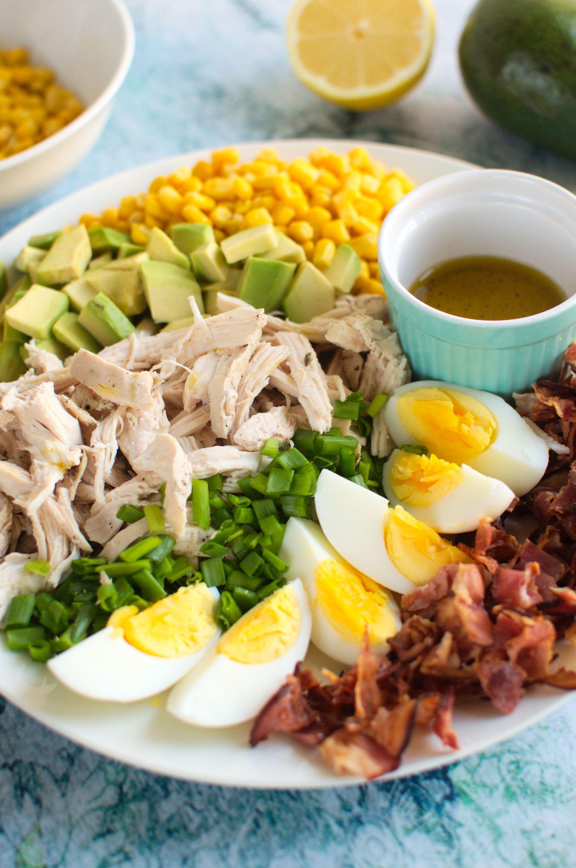 Sałatka z awokado i kurczakiem