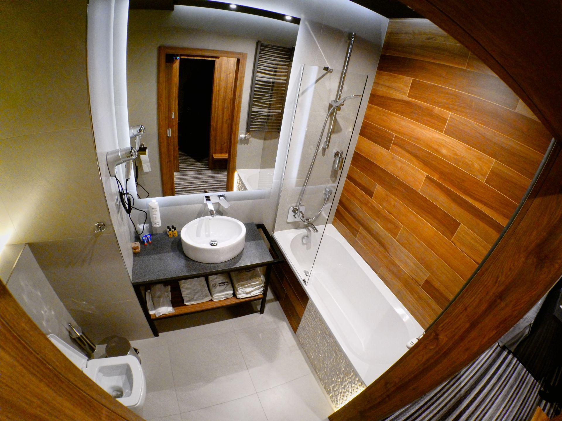 Przestronna łazienka.