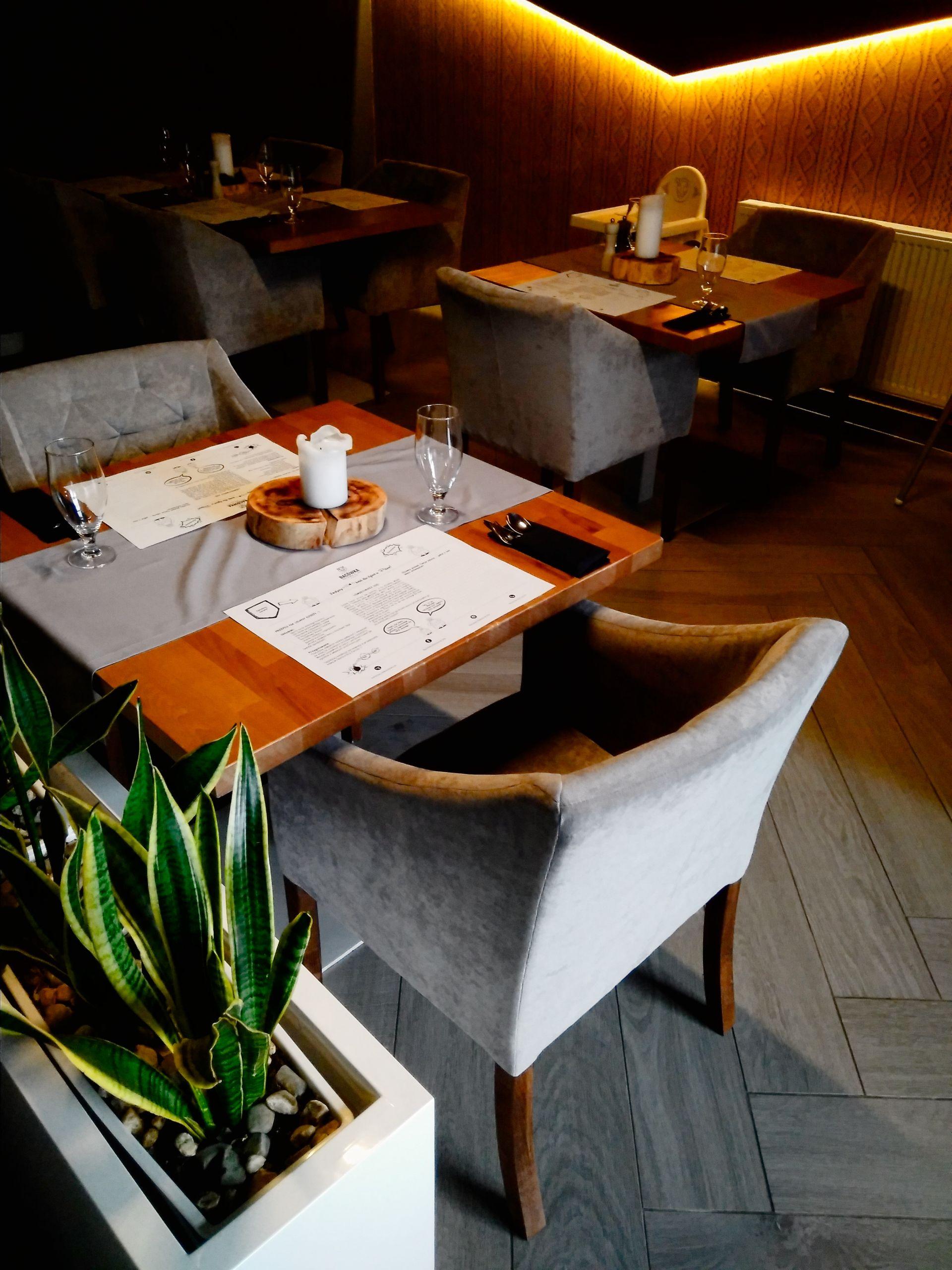 Stolik w restauracji.