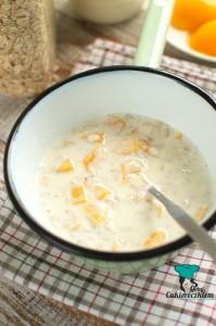 Owsianka jogurtowa z brzoskwinią