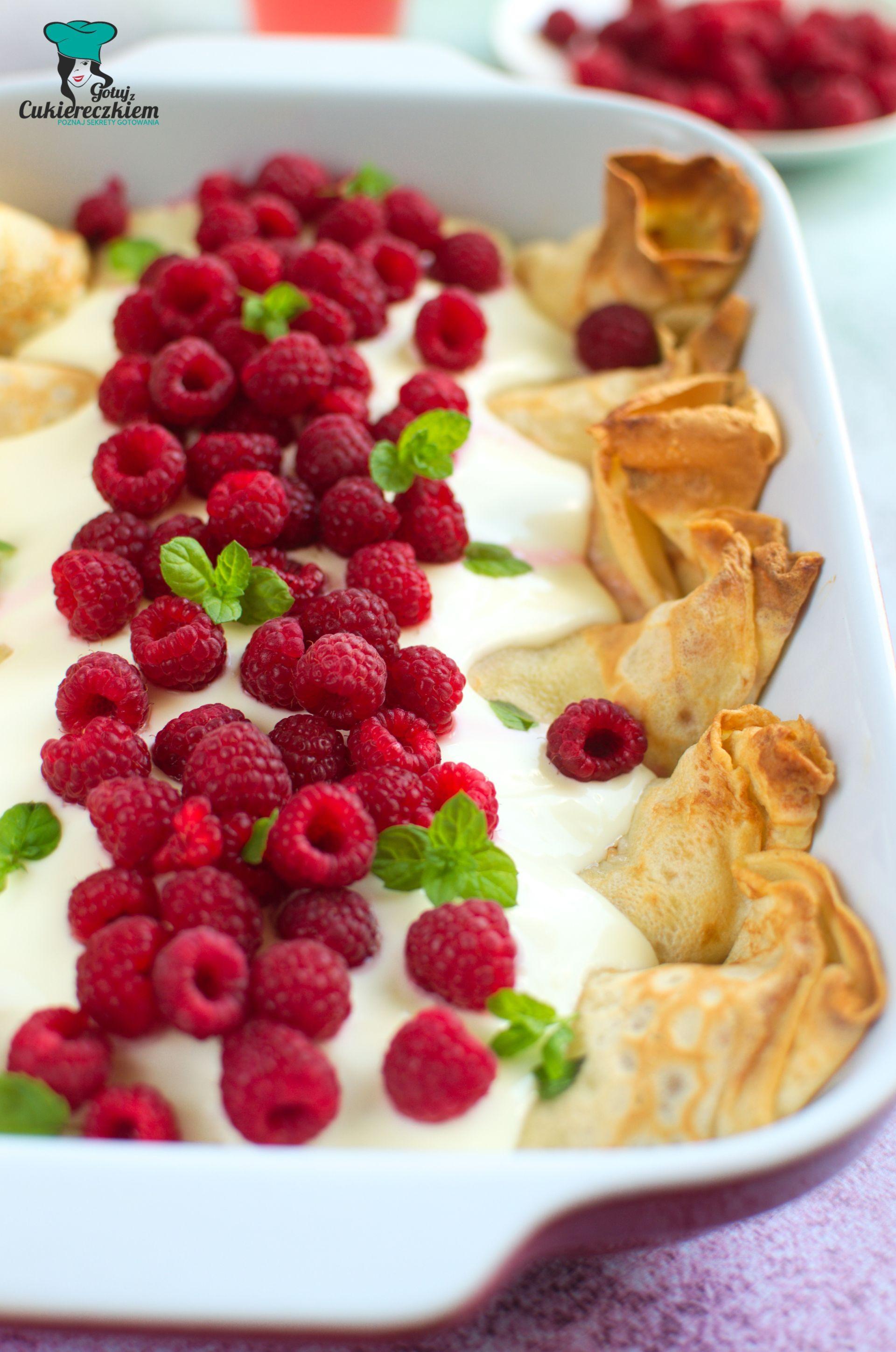 Naleśniki zapiekane z serem, brzoskwiniami i malinami