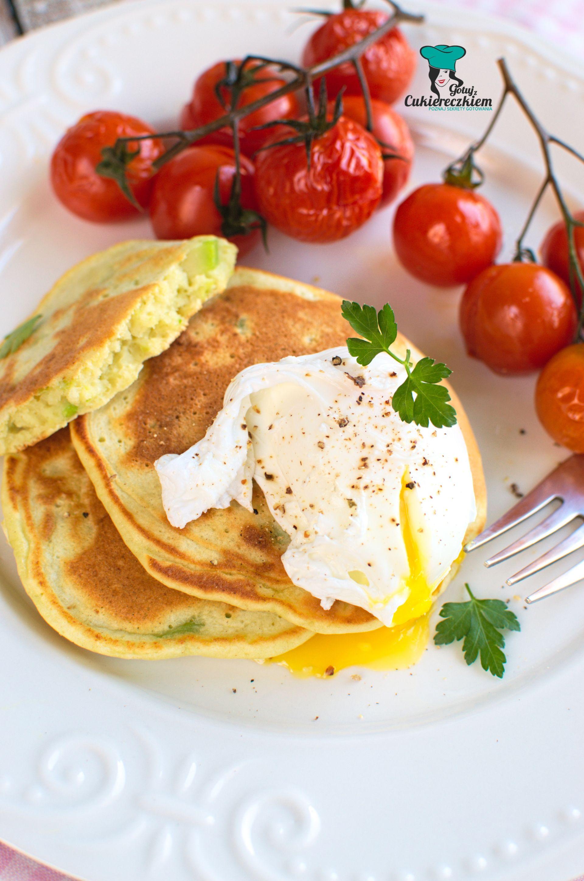 Jajko w koszulce na pancakes z awokado