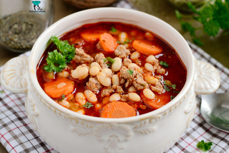 Zupa gulaszowa z fasolą i mięsem mielonym
