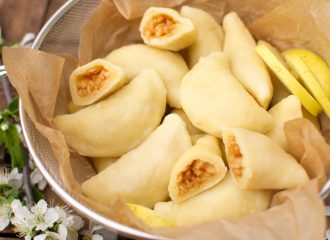 Pierożki serowe z jabłkami