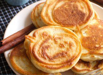 Placuszki kefirowe z jabłkami