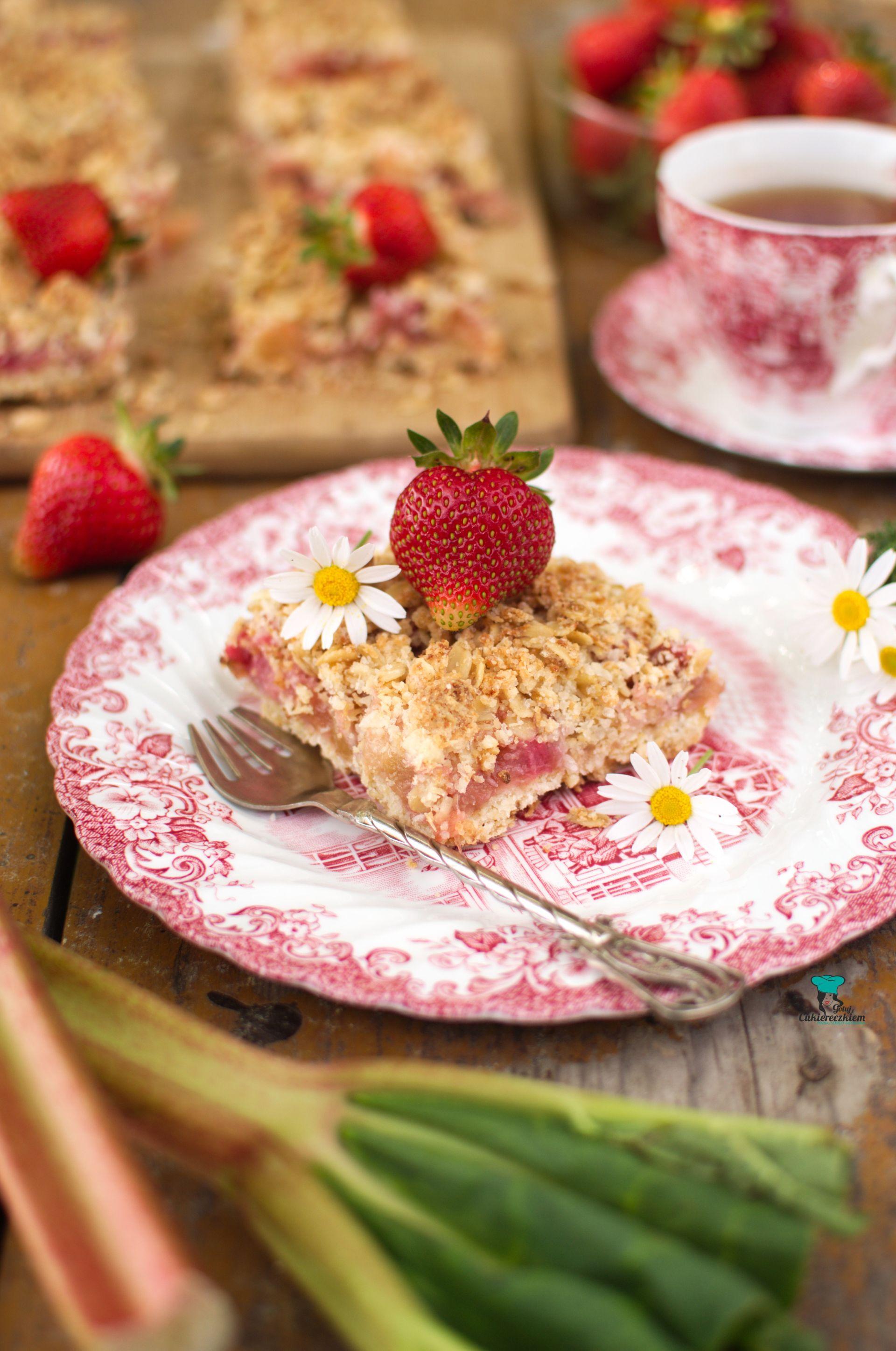 Owsiane ciasto pina colada z rabarbarem