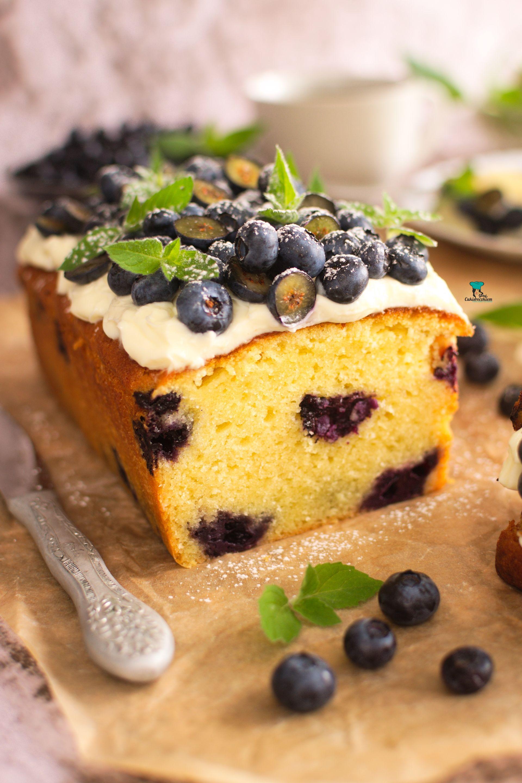 Ciasto z białą czekoladą i borówkami