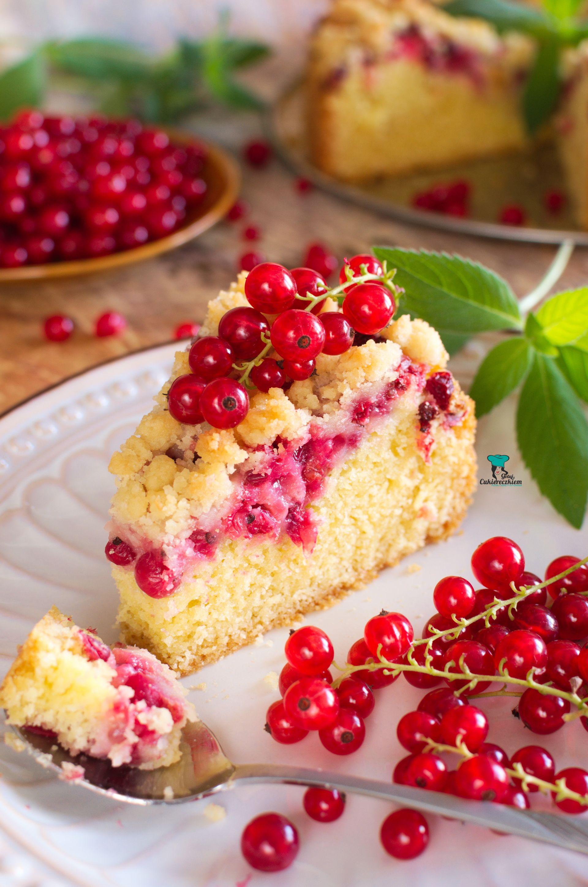 Ciasto z czerwoną porzeczką i kruszonką