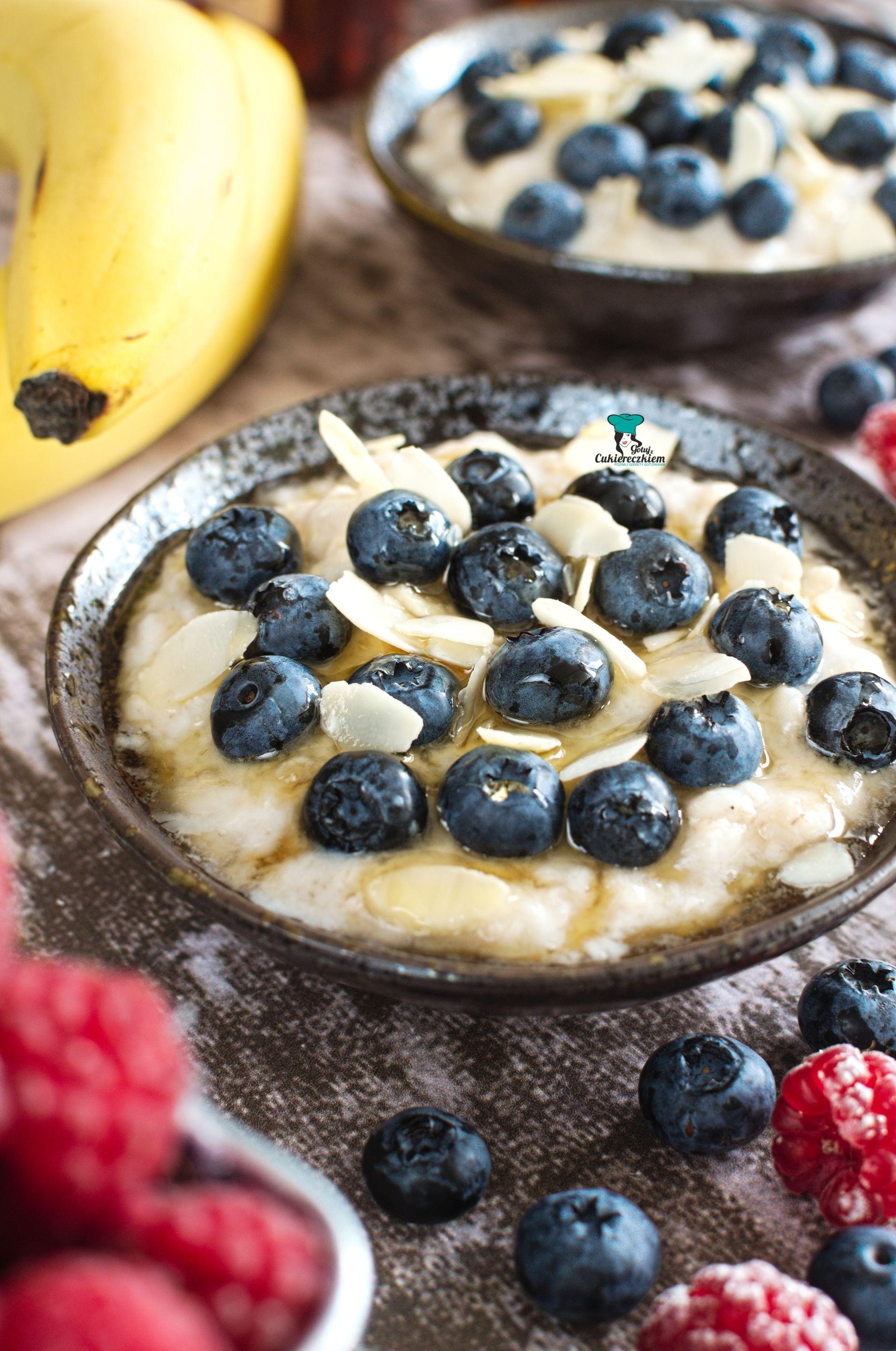 Owsianka jogurtowa z borówkami i bananem