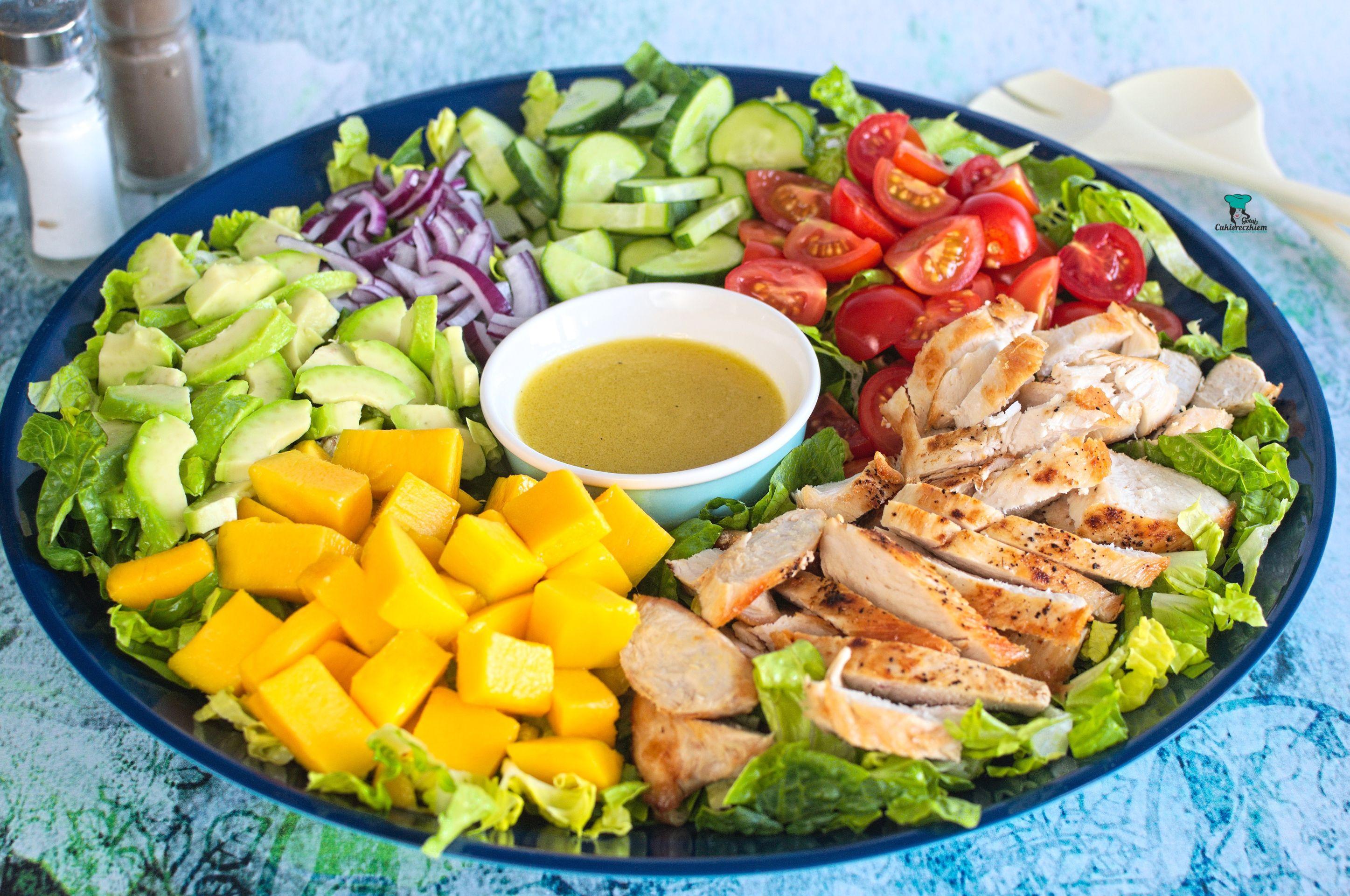 Sałatka z kurczakiem, mango i awokado