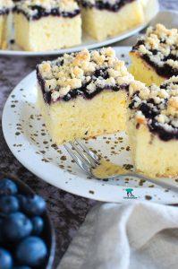 Ciasto na maślance z jagodami i kruszonką