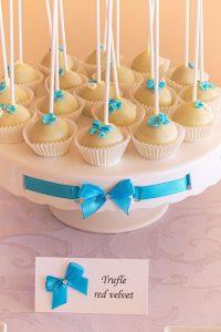 Słodki stół przygotowany na chrzciny