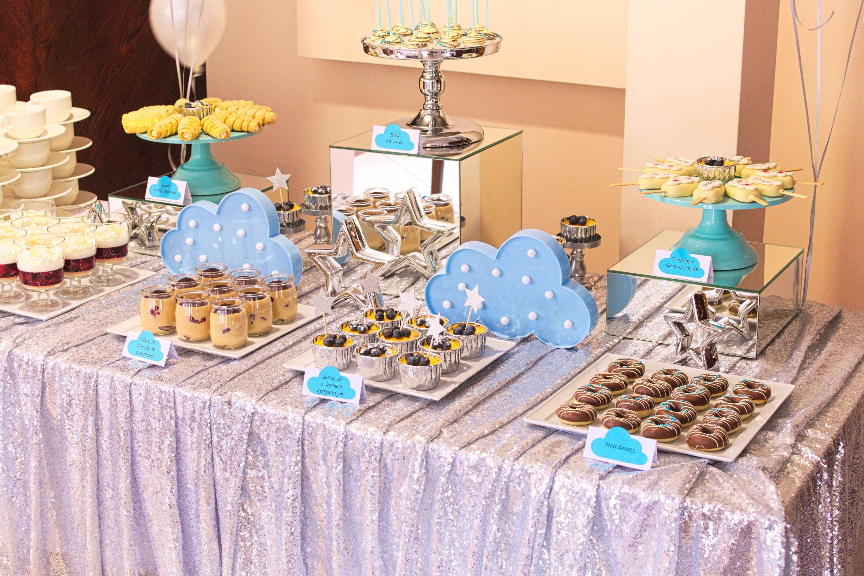 Słodki stół przygotowany na roczek Olusia