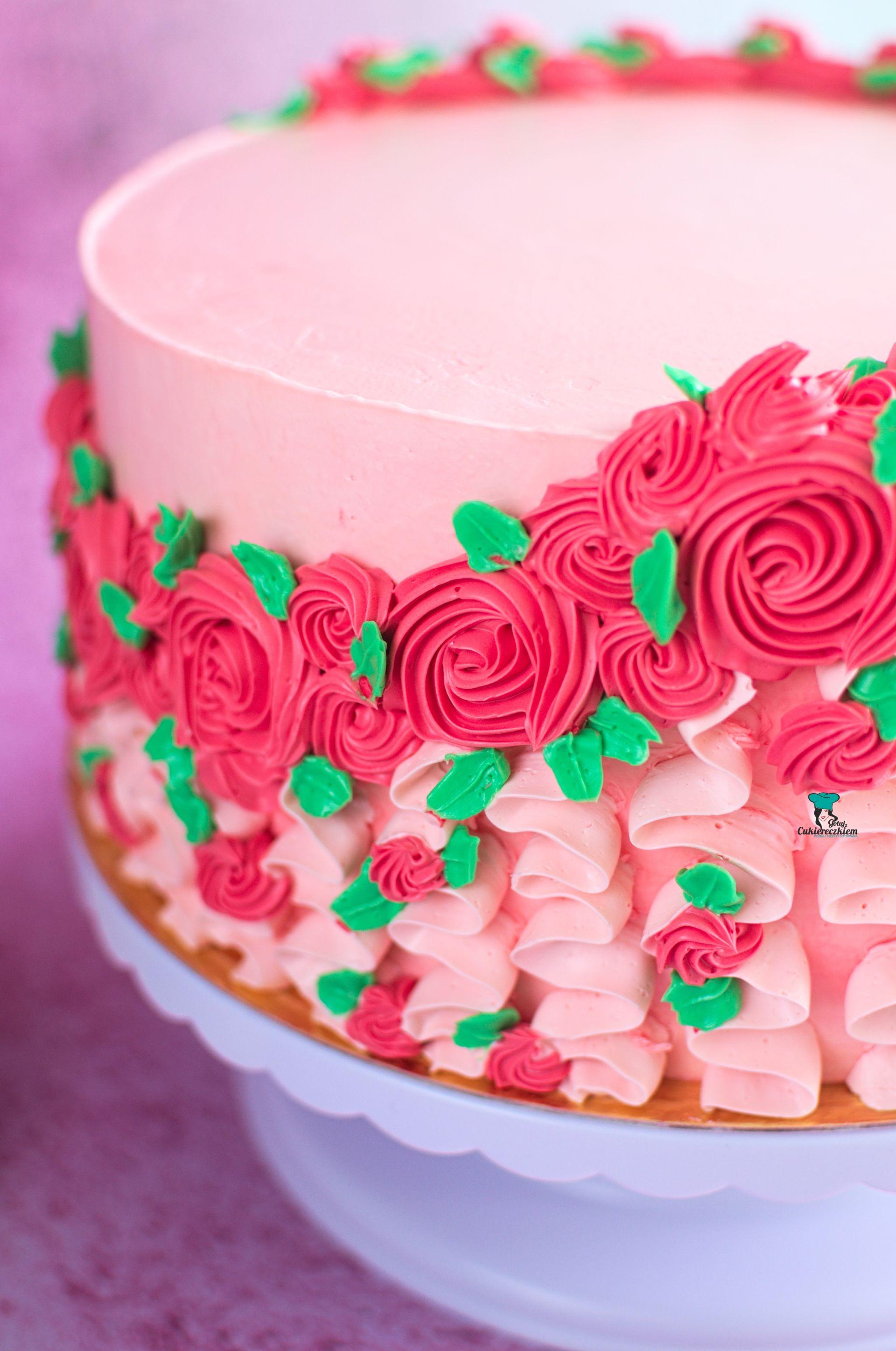 Tort malinowo-śmietankowy