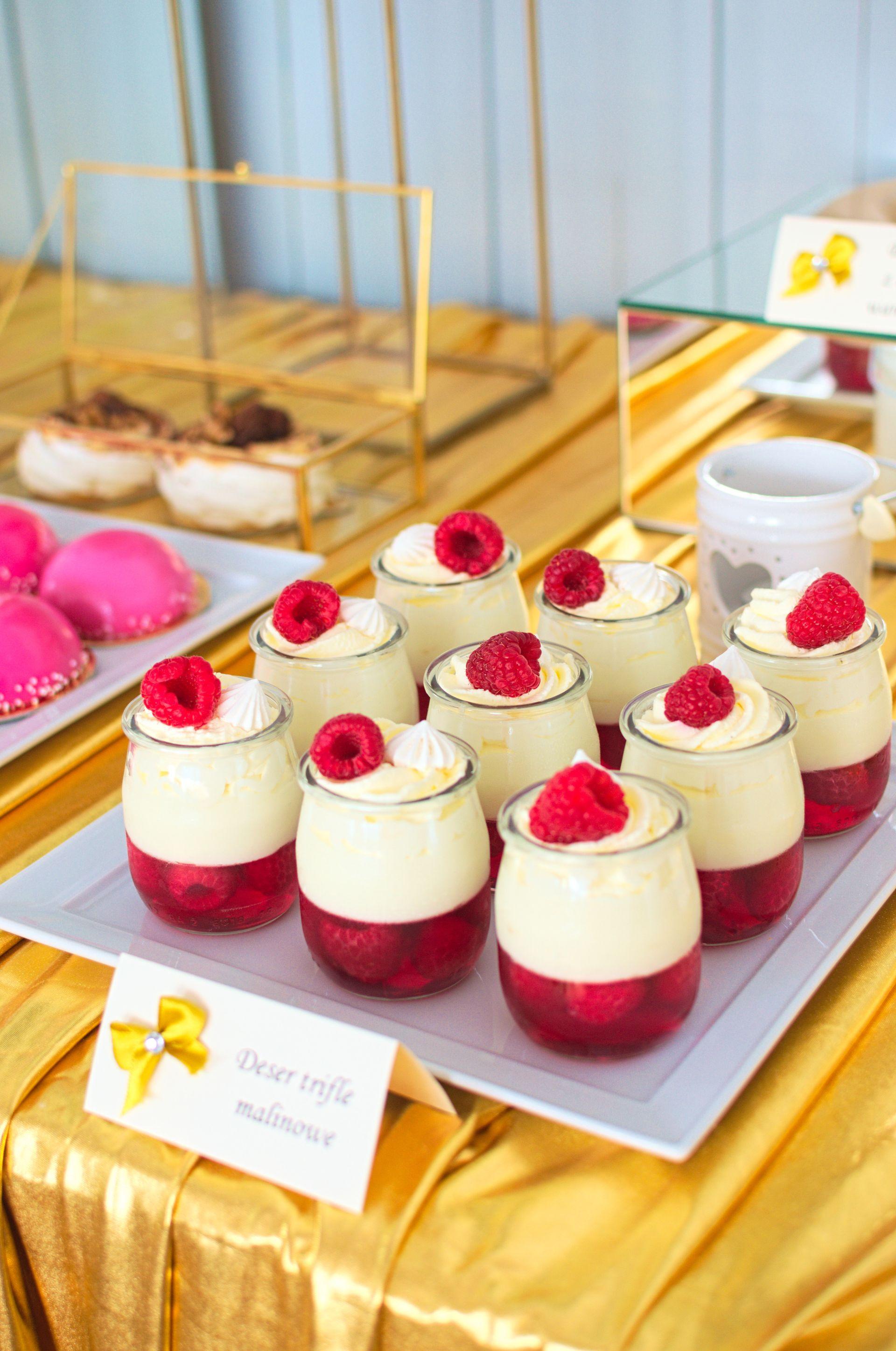 Deser malinowe trifle