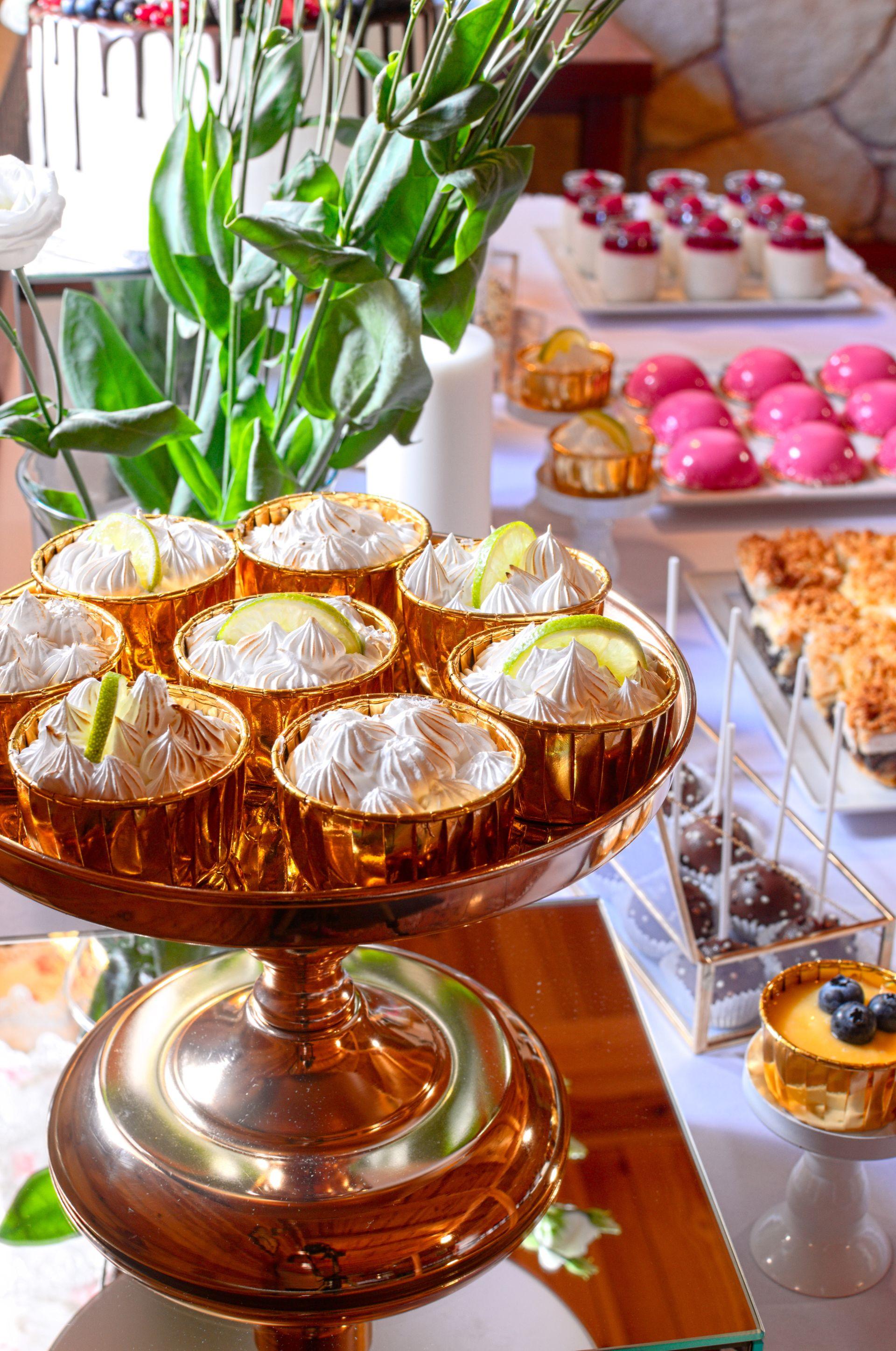 Słodki stół przygotowany na 50-te urodziny Jurka
