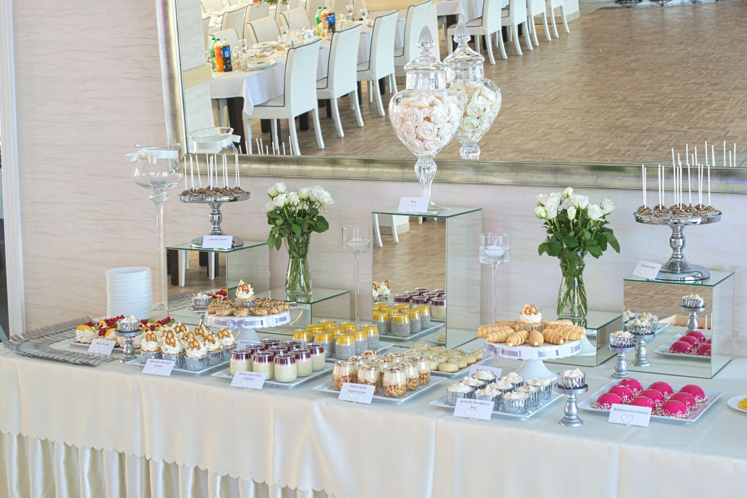 Słodki stół przygotowany na wesele Patrycji i Filipa