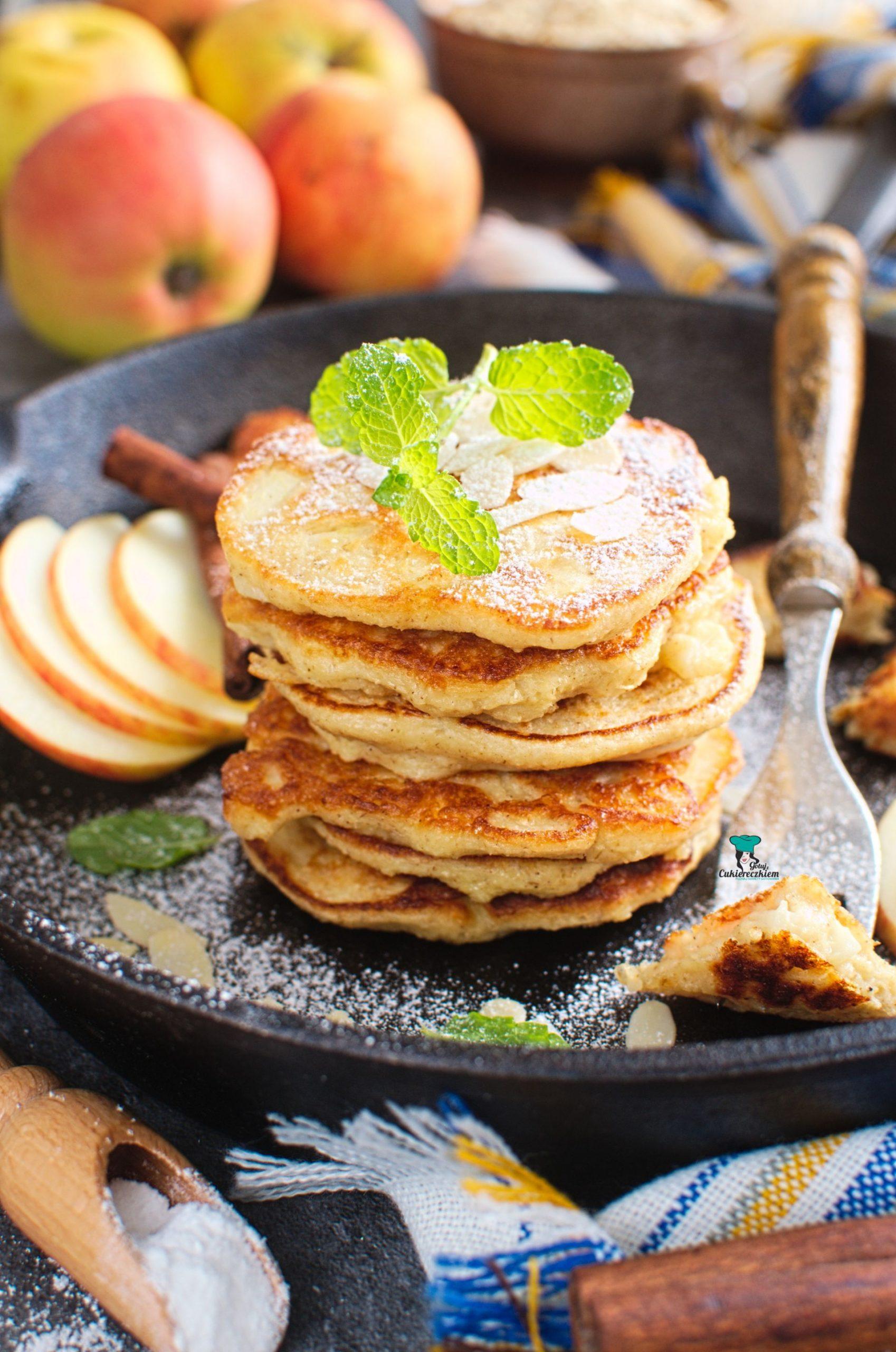 Jogurtowe placki owsiane z jabłkiem